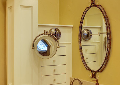 Close up of oval mirror and lighted make up mirror